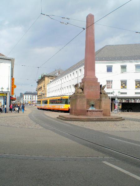 Obelisk am Rondelplatz